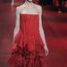 Axente Vanessa pirosban a Nina Ricci kifutóján Milánóban