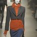 Pampuk Timi kimaszkírozva Vivienne Westwood bemutatóján