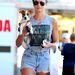 Candice Swanepoel, lábköze és kutyája