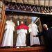 A rómaiak csodájára járnak a pápai ruháknak.