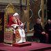 A pápát a XVIII. századtól of Ditta Annibale Gammarelli szabósága öltözteti, ahol abban a percben, hogy XVI. Benedek lemondott, elkezdték levarrni a következő pápa ruháját