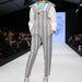 Mintás kantáros nadrág  Minju Kim stockholmi kifutóján