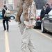 Bő nadrágot körömcipővel és műszőr kabáttal is nyugodtan viselhet 2013-ban!