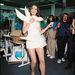 Carla Bruni az Yves Saint Laurent backstageben 1998-ban