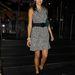 Camilla Belle a Katsuya étteremből távozik Hollywoodban mintás, térd fölé érő ruhában.