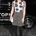 Emma Roberts a Topshop boltnyitóján mixeli a mintákat.