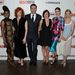 Mindenki jobban néz ki szegény Jonesnál: balról jobbra Teyonah Parris, Christina Hendricks, Jon Hamm, Elsabeth Moss, Jessica Pare és January Jones látható.