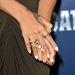 Rihanna arany végű körmeit nagyon szeretjük.
