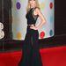 Az úttörő Taylor Swift sejtelmesen libben be Elie Saab estélyijében.