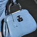 Szinte minden divatháznal lesz jövő ősszel kék táskája. Bár nem igazán értjük, hogy miért. Ez éppen egy Gucci kék táska.