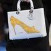 Szeretjük a Diort, de a cipős táskát nem értjük.