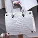 Egyik kedvencünk a fehér  Valentino táska