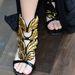 A díszes szandálok, magassarkúk helyett egyszerű cipőket válasszunk!