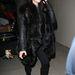 Na, ez az igazi kövérítő bunda Kardashianon. Mint egy medve. Ne utánozza!
