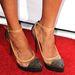 Zoe Saldana Louboutin cipője: talpának pirosa beolvad a vörös szőnyegbe, de a köves orrot imádjuk.