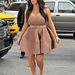 Ez már Kim Kardashian: az ABC studiójában jelent meg alábbi szettben, New Yorkban, március 26-án.