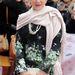 A The Prince's Trust Celebrate Success Awardsra érkezvén csak egy bézs stóla melegítette a 67 éves színésznőt.