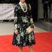 Március 26., London: Helen Mirren a The Prince's Trust amd Samsung Celebrate Success Awardsra érkezik, világos harsinyával, táskával, cipővel és gyöngysorral.