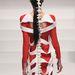 Érdekes, csontszerű hátmegoldással készült ruha Kínában.