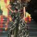 Földig érő katona ruha és dauerolt haj az MGPIN bemutatóján