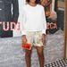 A divattervezésbe is belekóstoló Solange Knowles sárga táskával dobta fel monokróm szettjét.
