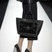 A Mulberry annak ellenére, hogy neki is van ikonikus táskája, kicsit ráment a Céline shopperének és trapéz-táskájának stílusára.