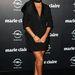 Az 1987-ben született topless modell Dior fátyolban csillog a vörös szőnyegen. Tényleg csillog a bőre sajnos.