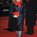 Catherine Deneuve pirosban és feketében a berlini Filmfesztiválon
