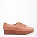 A Bershka ezzel a visszafogottan flatform Oxford-cipővel rukkolt elő idén, 13995 forintért elég jó darab.