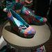 Nem rossz ez a platformcipő, sőt. 32990 forint. Ugyanilyen mintával díszítette balerina cipő is kapható 16490 forintért.