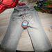 Egyszerű, világos színű nyári farmer szerethető gombbal 23990 forint.