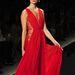 2013-as tavaszi-nyári kollekciós Reem Acra ruhában. A modellen, vagy a színésznőn szebb a piros estélyi?