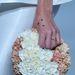 Virágkoszorút idéző táska a Maticevski kifutóján