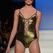 A Group Swim aranyszínű, fűzős fürdőruhája