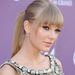 Taylor Swift filctollal varázsol magának macskanő szemet, ha úgy hozza az élet.