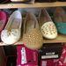 Asia Center: a szegecses loafer is 3 ezer forint körüli áron vihető.