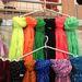 Asia Center: az emelet egyik bódéja kendőkre specializálódott, ezek a színes darabok 1200 forintba kerülnek.