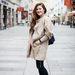 Sibel Németországból jött át Bécsbe építészetet tanulni. A kabátja Mango, a cipő New Balance, a farmere Polo márkájú.
