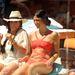 Napozás luxus fürdőruhában: egyébként a nálunk ismeretlen, It's My Birthday Bitches című sorozat szereplői döglenek ilyen trendin a medence mellett.