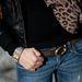 Az öv Guess, az óra DKNY