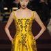 A kissé bevállalósabb kanárisárga is trendi, ez épp egy Zac Posen ruha.
