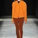 A meleg színeket bátran párosítsa semleges árnyalatokkal, Narciso Rodriguez tervező is így tett.