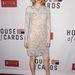 Kristen Connolly hosszú ujjú, pasztell színű csipkeruhában