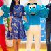 Katy Perry ezüst cipővel és Hupikék Törpikékkel dobta fel kék ruháját.