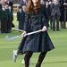 Skótkockás kabátban, magassarkú csizmában gyephokizik a hercegné még november 30-án.