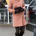 A Cambridge-i hercegné gömbölyödő hasát bájosan kiemelik a vidám színek. Március 15-én a Cheltenham Festival (valójában lóverseny) negyedik napjára ment így a hercegné.