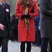Piros Armani kabátban április 6-án