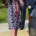 Hippisebb Erdem ruhában egy manchesteri iskolalátogatáson április 23-án.