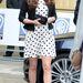 Egyik kedvencünk, a fekete-fehér pöttyös ruha szűkített zakóval, melyet a hercegné április 26-án viselt a Warner Bros. Studios-ban, Hertfordshire-ben.