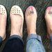 A tesztcipők. Nehéz jó méretet választani a műanyag cipőkből, az egyik pár nagy volt, a másik kicsi, de mindkét alany túlélte a napot, ugyanis volt cserecipő.
